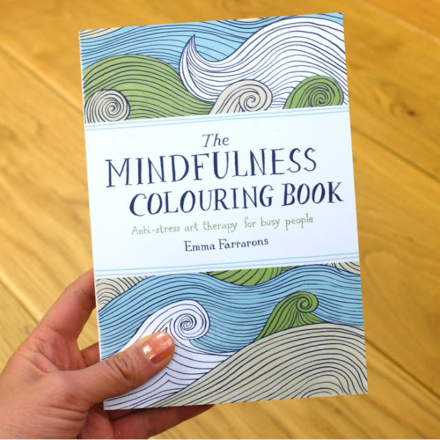 THE MINDFULNESS COLOURING BOOK Anti-stress art therapy for busy ...